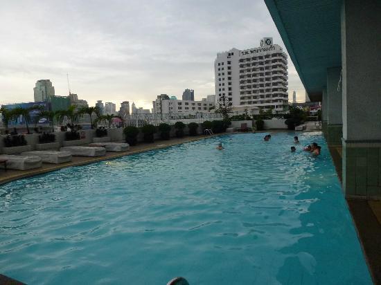 Các tuyển thủ ĐTVN có thể sử dụng hồ bơi để thư giãn sau buổi tập.