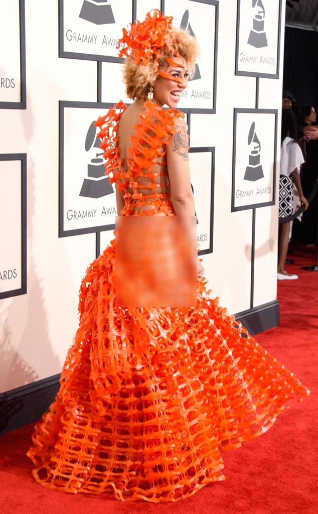 Joy Villa với chiếc váy cam tua rua lạ mắt nhưng gợi cảm quá đà, không phù hợp với sự kiện trên thảm đỏ.