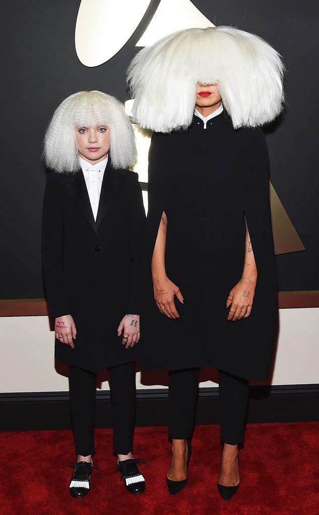 Nhiều em nhỏ nếu gặp Sia và Maddie Ziegler trên thảm đỏ Grammy năm nay chắc sẽ phải khóc thét vì sợ hãi.
