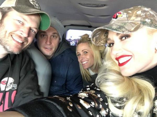 Hình ảnh chụp cùng Blake Shelton và bạn bè được Gwen Stefani đăng tải trên trang cá nhân.