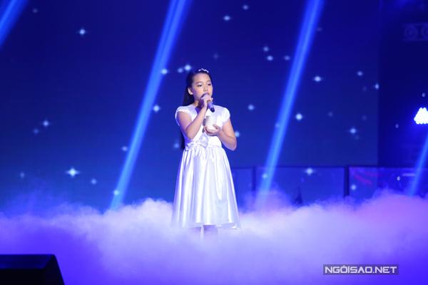 Hà My giàu cảm xúc trong Mẹ ơi - ca khúc của chính HLV Dương Khắc Linh