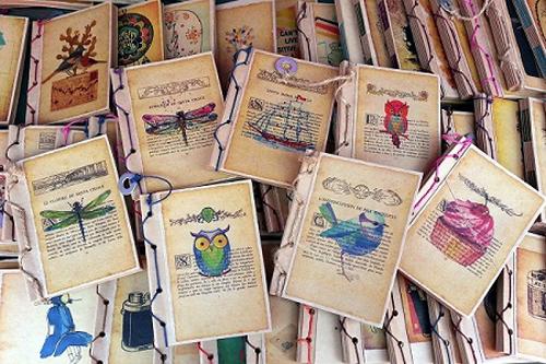 Giấy sách cũ biến thành bìa sổ mới.