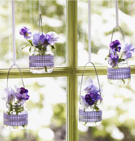 Hoặc thành những lọ hoa xinh xắn bên cửa sổ.