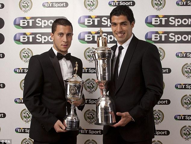 Hazard (trái) từng giành danh hiệu cầu thủ trẻ xuất sắc nhất EPL mùa trước.