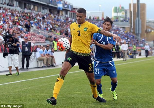 Hậu vệ to cao đã có 6 trận đấu trong màu áo ĐT Jamaica.