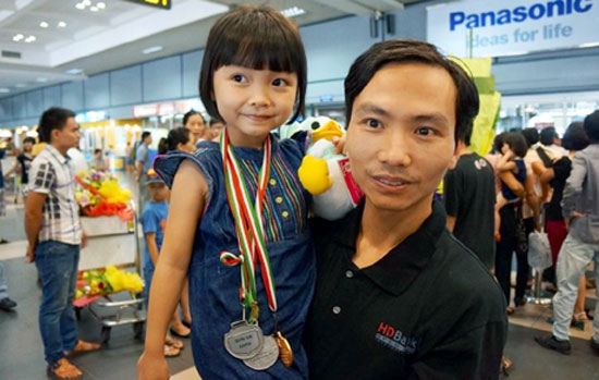 Kỳ thủ Nguyễn Lê Cẩm Hiền và cha là Đại kiện tướng cờ vua quốc tế Nguyễn Anh Dũng