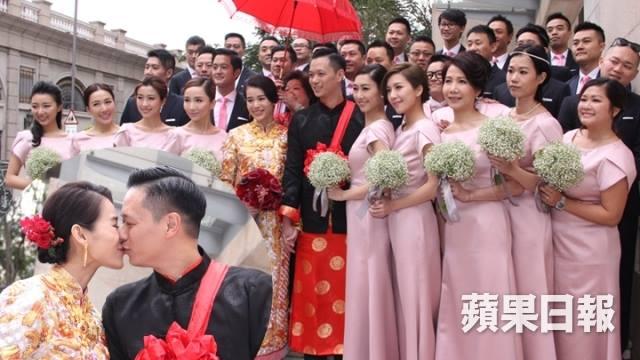 Vợ chồng Hồ Hạnh Nhi và dàn phù dâu, phù rể