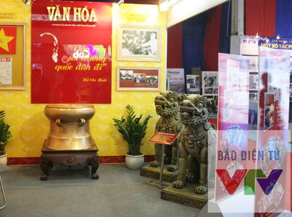 Nhiều gian hàng được thiết kế làm nổi bật ý nghĩa văn hóa truyền thống.
