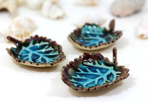 Đừng quên bày biện thêm cho không gian nhà ở bằng những đồ gốm, sứ mang hình dáng, màu sắc thu hút.