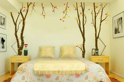 Bạn có thể thay đổi khoảng tường trống đơn điệu bằng giấy dán tường hay những hình ảnh do bạn tự tay vẽ.