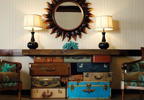 Ngoài ra, việc tái chế và thay đổi chức năng một số đồ vật cũ còn góp phần ghi điểm cho không gian ngôi nhà với phong cách retro.