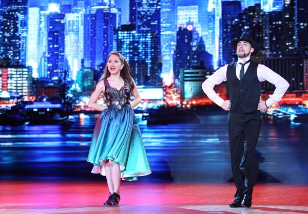 Hương Giang Idol và bạn diễn Geogri Ganev nhận được số điểm thấp nhất trong Liveshow 2 với phần biểu diễn điệu Jive and Tapdance