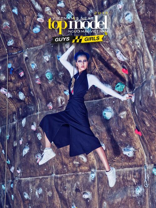Thể hiện sự tự tin và hào hứng trước khi vào cuộc, Hương Ly dễ dàng hoàn thành thử thách chụp ảnh trên vách núi ở Vietnams Next Top Model 2015.