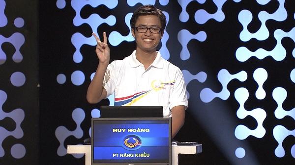 Nguyễn Huy Hoàng trong cuộc thi quý IV đã giành tấm vé cuối cùng vào chung kết Đường lên đỉnh Olympia.