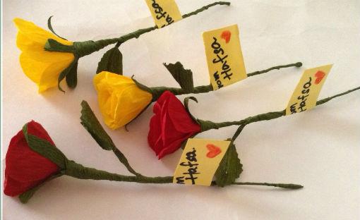 Tự làm hoa bằng giấy hoặc lụa dành tặng thầy cô