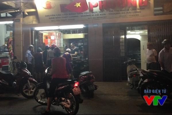 Dù cón 1 tháng nữa mới tới trung thu, nhưng cửa hàng Bảo Phương đã tập nập người đến mua bánh.