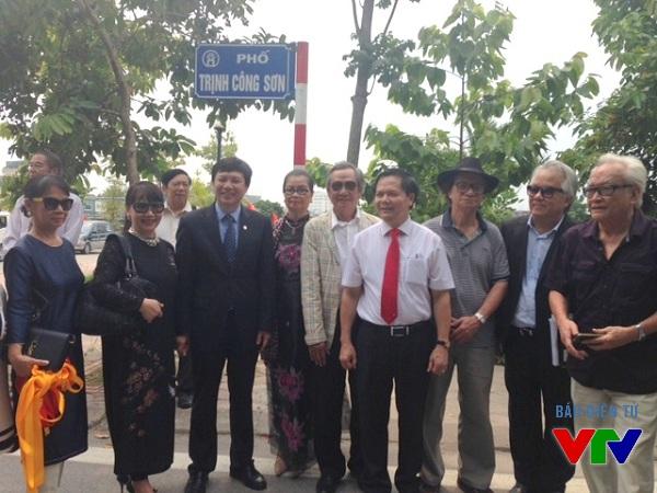 Phố Trịnh Công Sơn từ nay sẽ nằm ngày cạnh những hồ sen bát ngát của Hồ Tây.