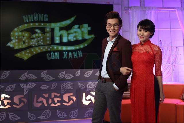 Đảm nhiệm vai trò dẫn dắt chương trình là MC điển trai Công Tố và MC Minh Trang.