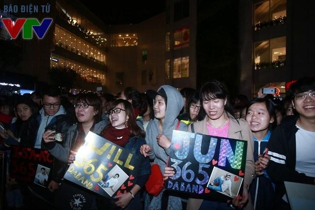 Nhiều fan của nhóm nhạc 365daband đã đến từ sớm