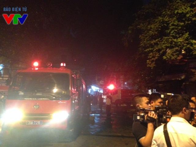 5 xe cứu hỏa đã được điều động đến nơi xảy ra vụ cháy