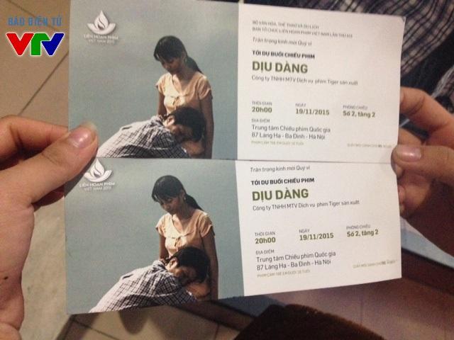 Vào mỗi buổi chiều từ 17h, vé xem phim Việt vẫn sẽ được phát. Mỗi khán giả chỉ được nhận một cặp vé khi đăng kí