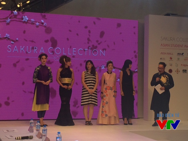 Hoa hậu Đặng Thu Thảo (ngoài cùng bên trái) xuất hiện tại sự kiện với vai trò ban giám khảo của cuộc thi Sakura Collection 2015