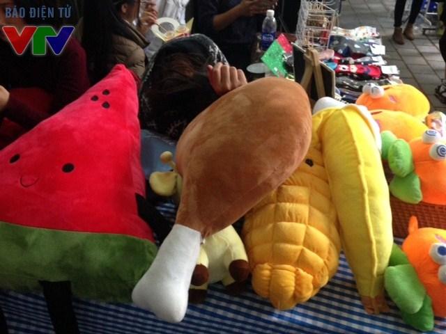 Nhiều thú nhồi bông xinh xắn được bày bán tại sự kiện