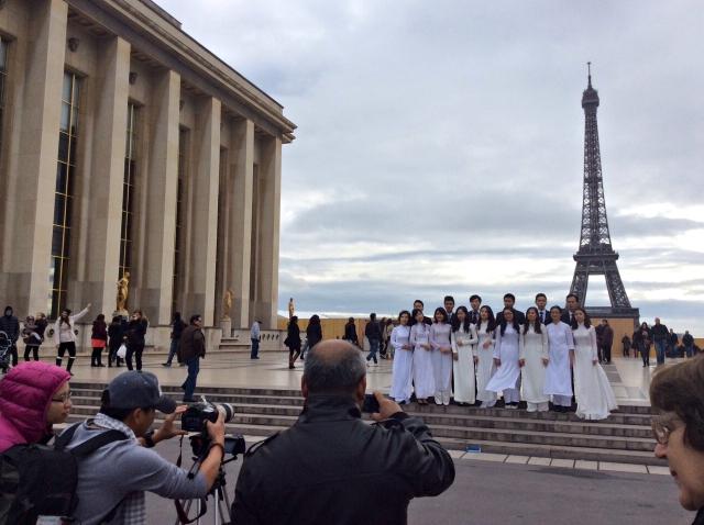 Ekip Ngày trở về ghi hình dàn Hợp ca quê hương của người Việt tại Paris (Pháp)