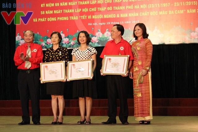 Hội Chữ thập đỏ Việt Nam trao tặng bằng khen cho các cá nhân xuất sắc trong hoạt động thiện nguyện