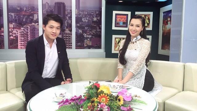 Minh Hà và Trần Ngọc trên trường quay chương trình Cà phê sáng.