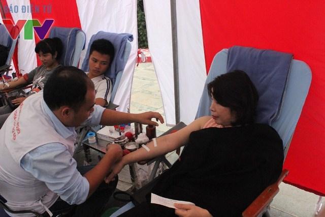 Bà Trần Thị Vân Anh - Phó Chánh văn phòng Thành ủy Hà Nội đến hưởng ứng phong trào.