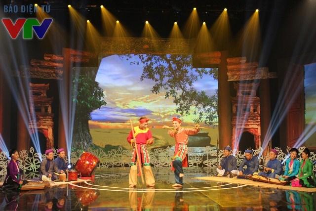 Với những chi tiết tạo dựng sân khấu như vậy sẽ khiến chương trình dễ dàng truyền tải thông điệp văn hóa đến công chúng