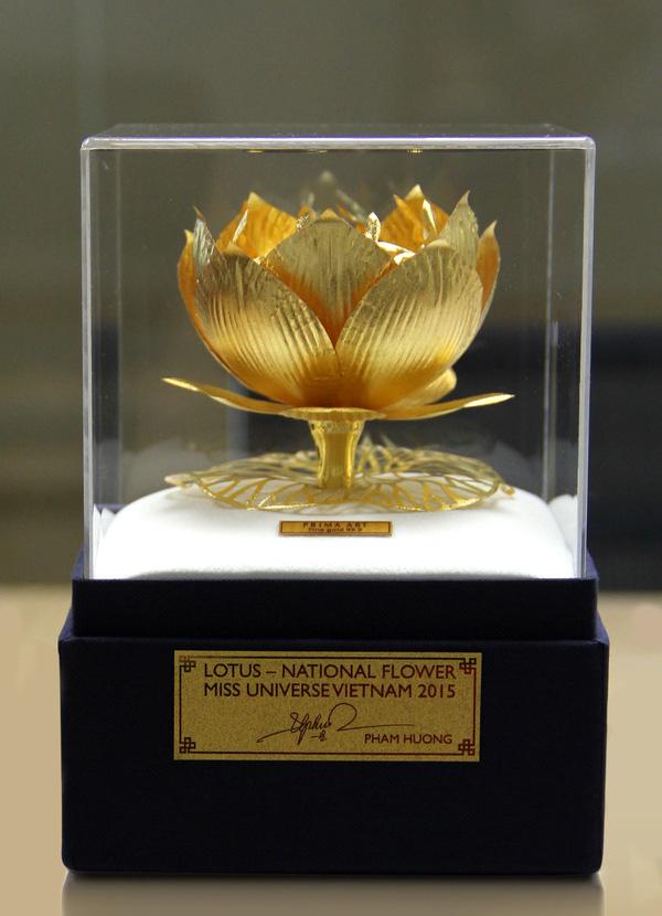 Quà tặng quốc gia được Phạm Hương mang tới cuộc thi Hoa hậu Hoàn vũ 2015