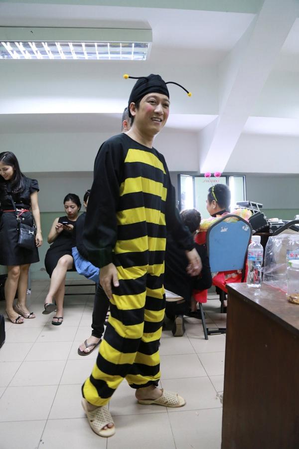 Trường Giang vào vai một con ong.