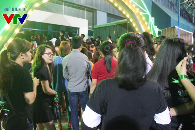 Hàng trăm bạn trẻ Hà Nội đã đến Trung tâm triển lãm Giảng Võ từ rất sớm để tham gia các hoạt động