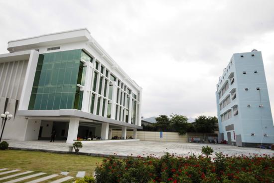 Trung tâm được thiết kế với kiến trúc hiện đại, công năng đáp ứng nhu cầu sản xuất chương trình lớn với trang thiết bị hiện đại.
