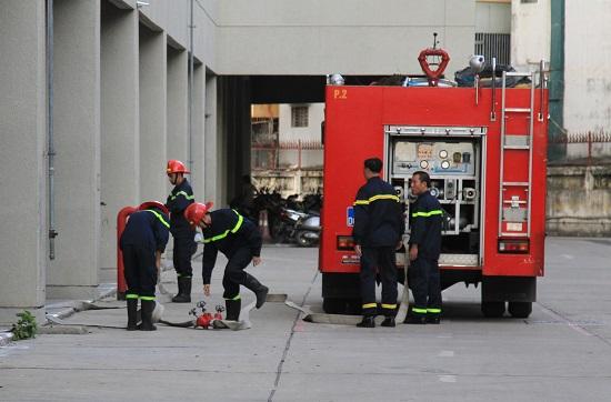 Nhận được tin báo, sau thời gian ngắn lực lượng chữa cháy chuyên nghiệp của Hà Nội đã có mặt