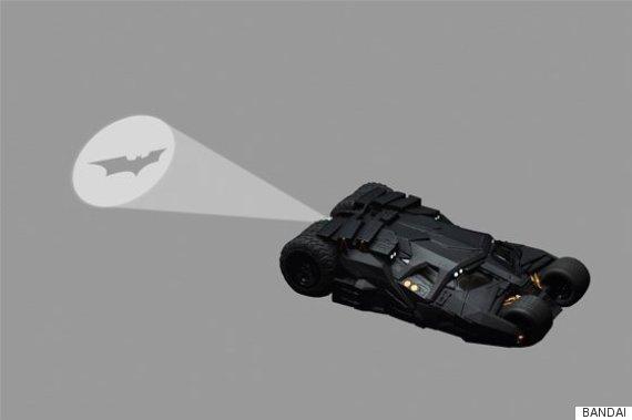Batmobile thậm chí có thể phát ra tín hiệu cầu cứu Người Dơi