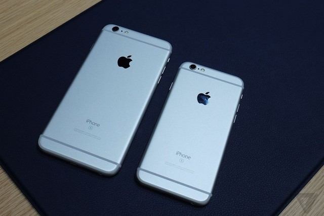iPhone 6S bên cạnh iPhone 6S Plus