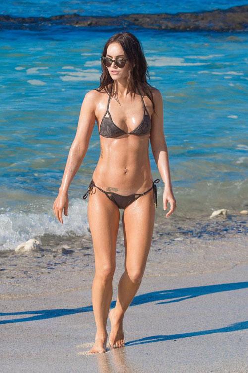 Megan Fox khiến các cô gái trẻ phải xuýt xoa ghen tị khi cô thả dáng trên bãi biển Hawaii đầu tuần này. Megan chỉ mới sinh con trai thứ hai được 11 tháng.