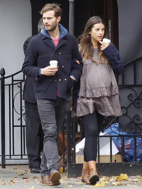 Jamie Dornan và vợ.