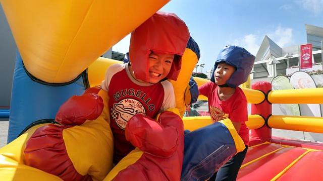 Trẻ em là trung tâm của các hoạt động ở Sports Hub.