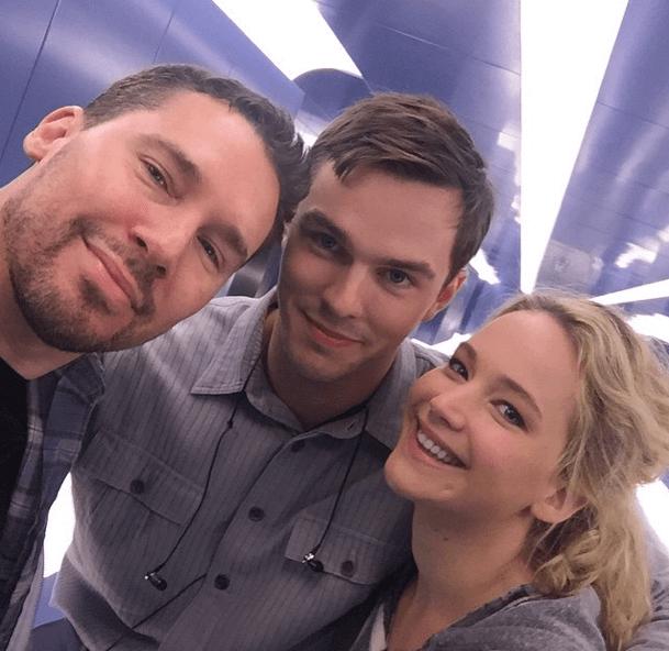 Jennifer và Nicholas cùng xuất hiện trong ảnh chụp ở hậu trường phim X-Men: Apocalypse.