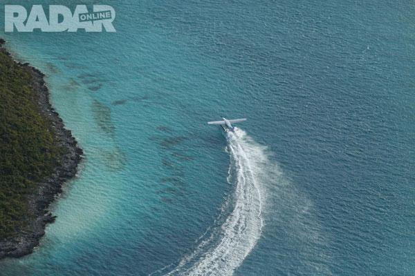 Trực thăng - một phương tiện để đến hòn đảo của Johnny Depp.