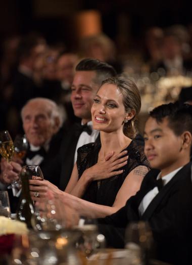 Angelina Jolie và con trai lớn Maddox. (Ảnh: Variety)