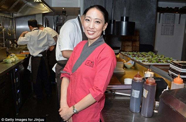 Bà chủ Joo là đầu bếp khá nổi tiếng. Quán ăn Hàn Quốc của đầu bếp này thường được các sao bóng đá ở London ghé thăm.