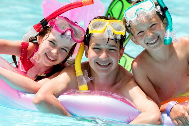 CDC khuyến cáo mọi người nên tắm tráng sạch sẽ trước khi xuống bể bơi