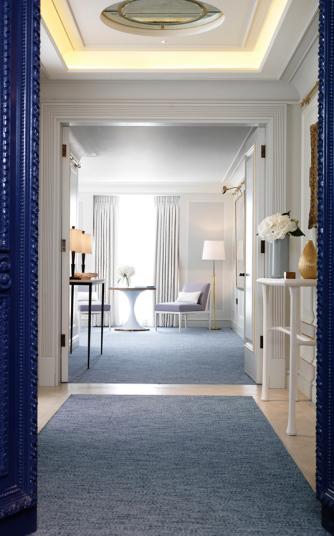 Các khách lưu trú tại khu Connaught, London sẽ tận hưởng các dịch vụ hạng sang trọng từ giải trí, ăn uống, ngủ nghỉ.