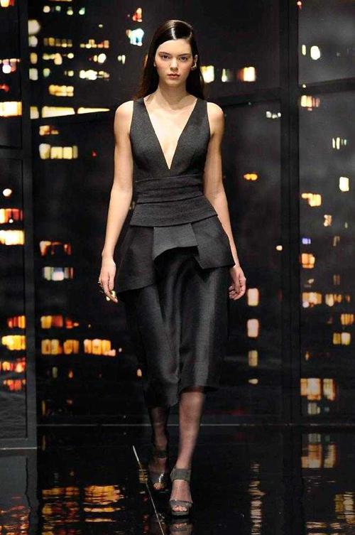 Kendall diện đồ sang trọng ở show trình diễn của Donna Karan.