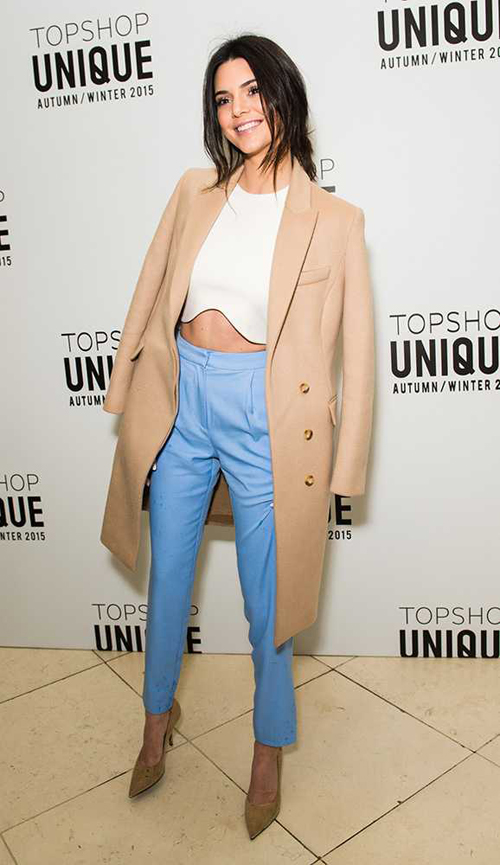 Kendall vẫn nổi bật dù ở vai trò khách mời. Đây là hình ảnh cô tới xem show trình diễn của Topshop Unique ở London.